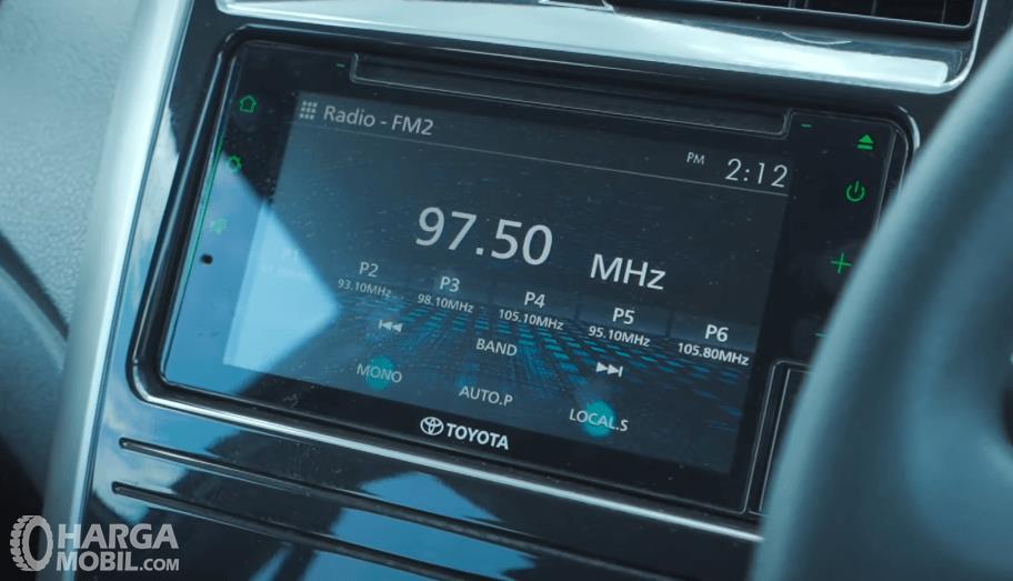 Gambar ini menunjukkan head unit Toyota Agya 1.2 G AT TRD Facelift 2020