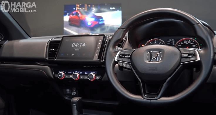 Gambar ini menunjukkan head unit mobil Honda City Hatchback RS 2021