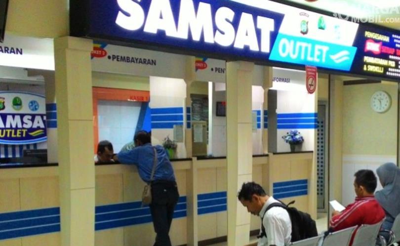 Gambar ini menunjukkan pengurusan di SAMSAT