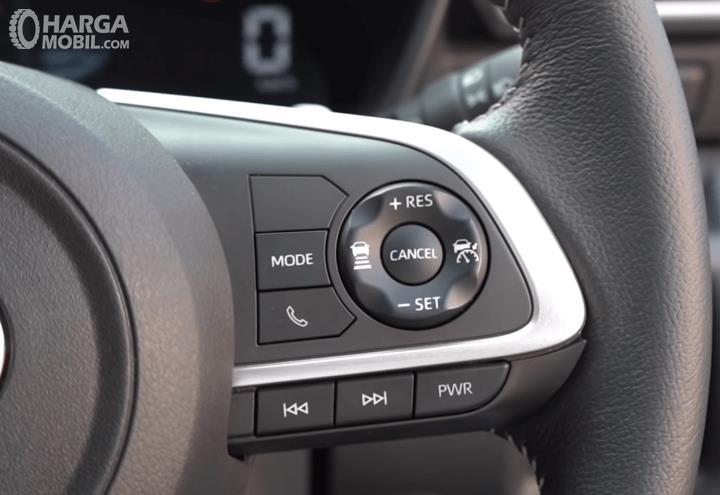 Gambar ini menunjukkan tombol Cruise Control Toyota Raize GR Sport CVT TSS 2021