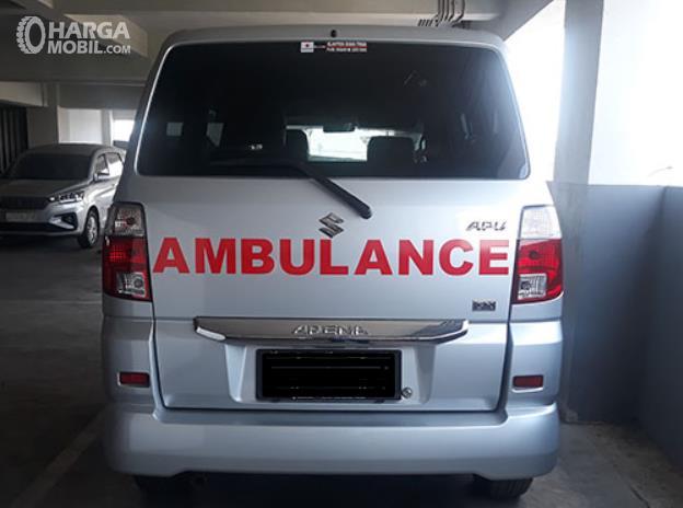Gambar ini menunjukkan mobil Ambulan dari Suzuki APV Arena