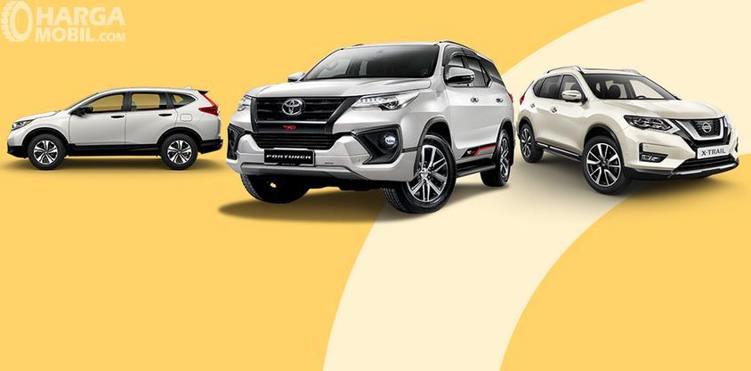 Gambar ini menunjukkan 3 mobil SUV tampak depan dan samping