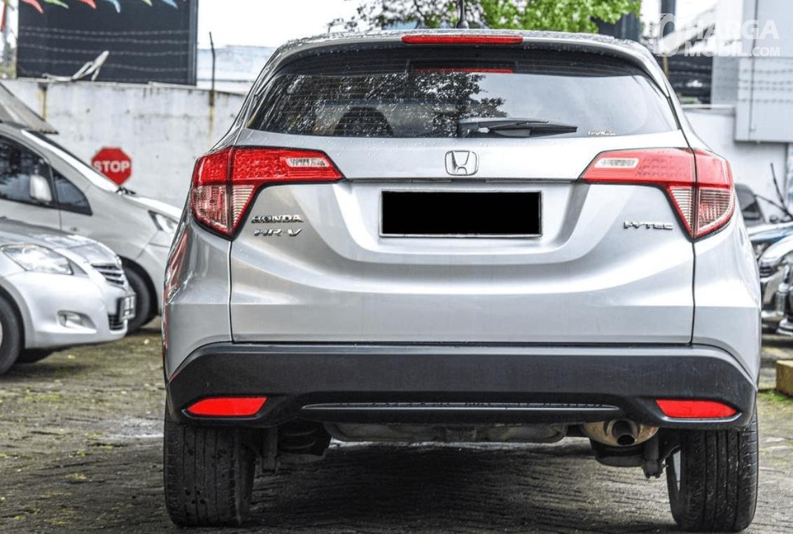 Gambar ini menunjukkan bagian belakang Honda HR-V E 2015