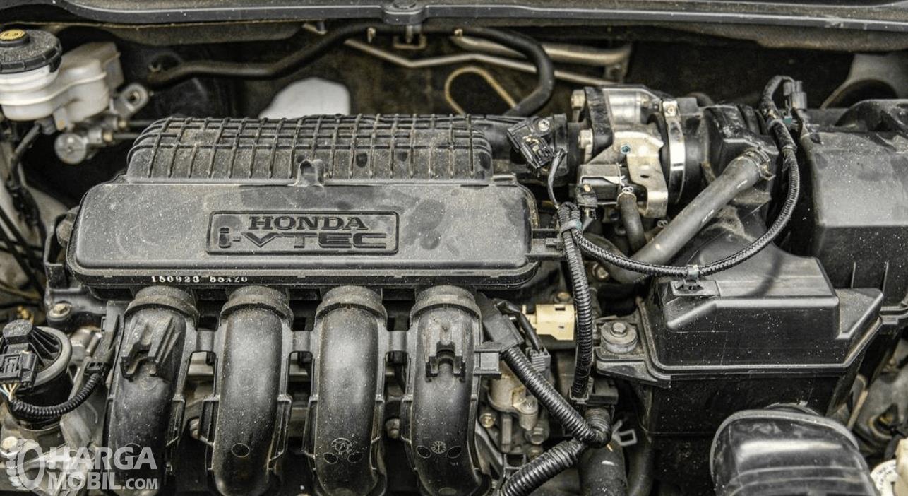 Gambar ini menunjukkan mesin Honda HR-V E 2015