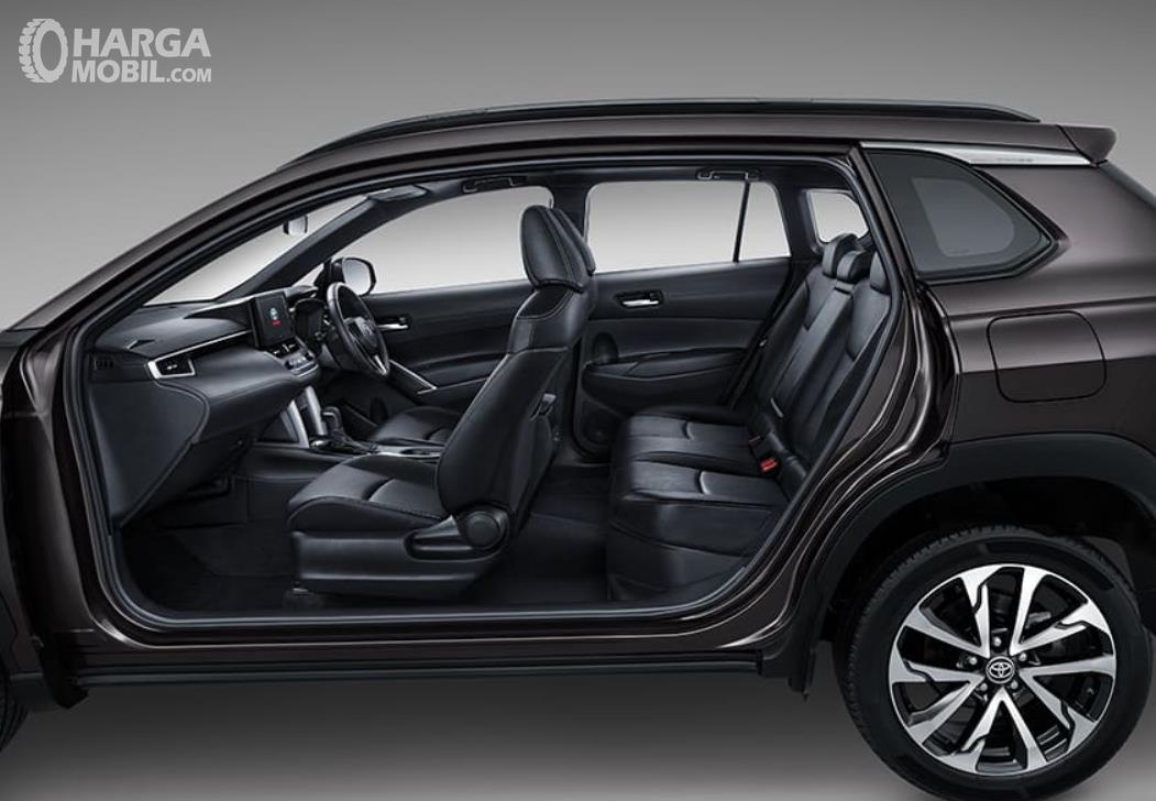 Gambar ini menunjukkan jok mobil Toyota Corolla Cross 1.8 Gasoline 2021