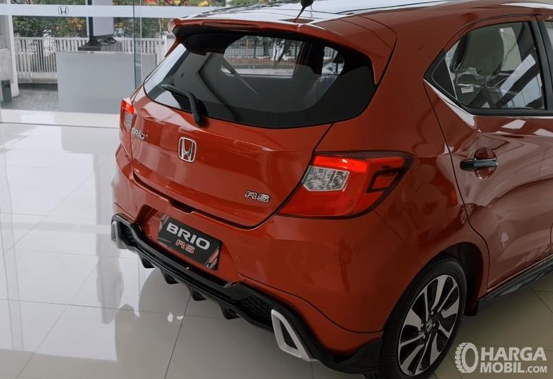 Gambar ini menunjukkan bagian belakang Honda Brio RS Urbanite Edition 2021
