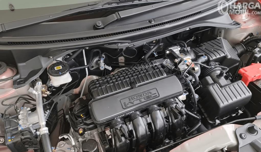 Gambar ini menunjukkan mesin yang ada pada Honda Brio RS Urbanite Edition 2021