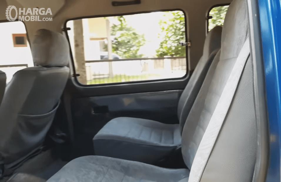 Gambar ini menunjukkan jok mobil Suzuki Carry Futura 1.6 GRV 1999
