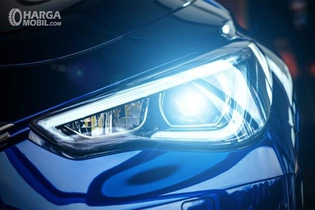 Gambar menunjukkan keterangan pada lampu mobil