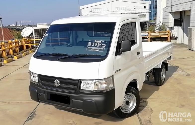 Gambar ini menunjukkan bagian depan Suzuki Carry Pick Up Facelift 2021