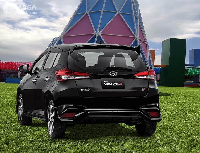 Gambar ini menunjukkan bagian belakang Toyota Yaris GR Sport 2021