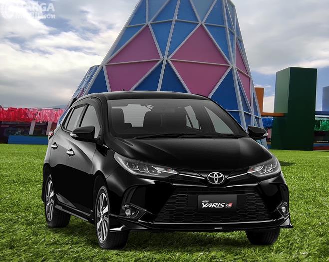 Gambar ini menunjukkan sisi depan Toyota Yaris GR Sport 2021