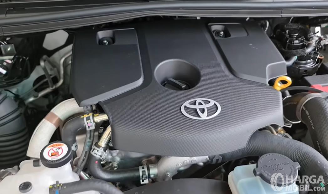 Gambar ini menunjukkan mesin mobil Toyota
