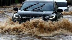 Menurut Honda, Klaim Mobil Anti Banjir Sangat Tidak Mendidik