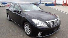 Review Toyota Crown Royal Saloon 2010 : Menghadirkan Beragam Inovasi Baru