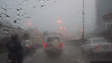 Hati-Hati, Perhatikan Tips Mengemudi Mobil Ketika Hujan Lebat Untuk Keamanan
