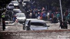 Mobil Listrik Menerjang Banjir, Aman Atau Tidak?