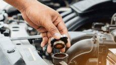 Terjebak Kemacetan Panjang, Begini Tips Mencegah Mesin Mobil Overheat
