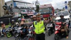 Mengetahui Isyarat Polisi Lalu Lintas Saat Berada Di Jalan