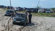 Ban Mobil Terjebak Di Pasir, Begini Cara Mengatasinya