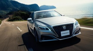 Review Toyota Crown 2018