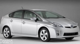 Review Toyota Prius 2009: Mobil Sedan Interior Mewah