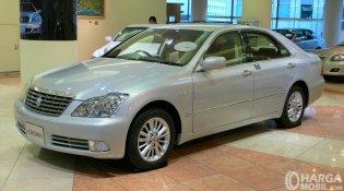 Review Toyota Crown Royal Saloon 2004 : Generasi Keduabelas Mobilnya Para Menteri