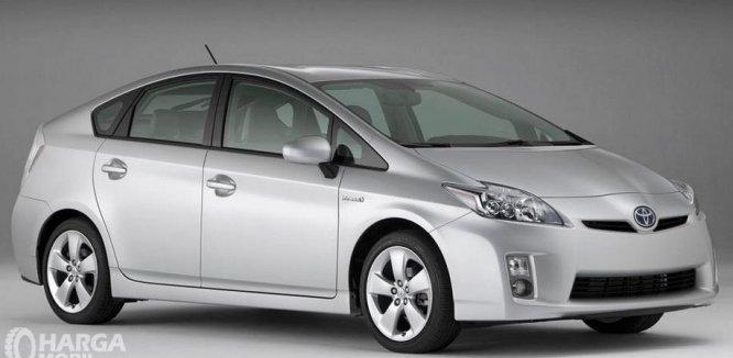 Review Toyota Prius 2009: Mobil Sedan Interior Mewah