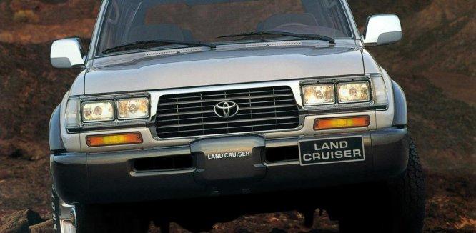 Review Toyota Land Cruiser 80 Series 1995 : Pertama Dengan Logo Toyota Modern